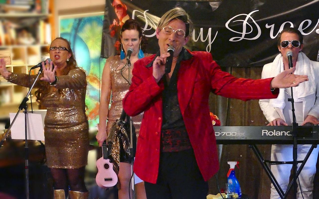Danny Droes zingt samen met Victor Valentino en zijn Droessettes mooie Nederlandstalige liedjes die het hart raken