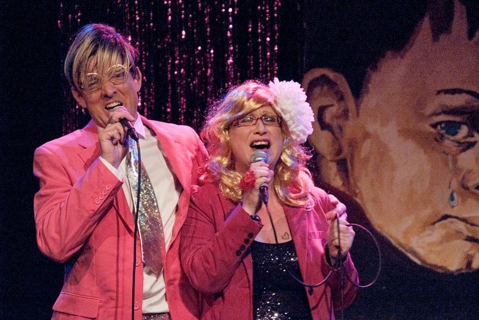 Sjon en Sjakkelien staan garant voor een gezellige Nederlandstalig liedavond